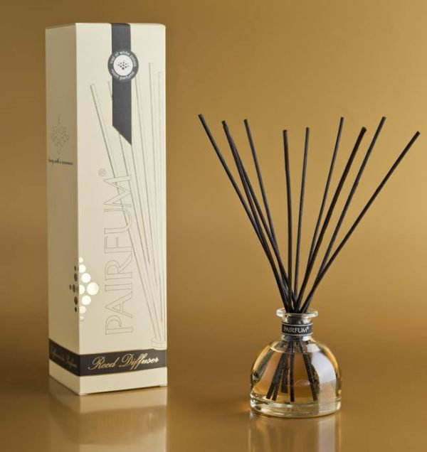 natural & black reed diffuser