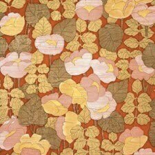 PAIRFUM 70s trend floral pattern on red background room fragrance