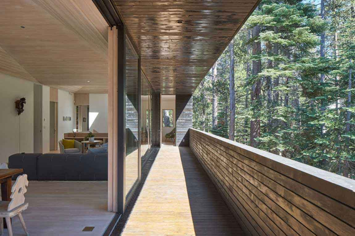 Unusual-Cabin-In-The-Woods-Balcony