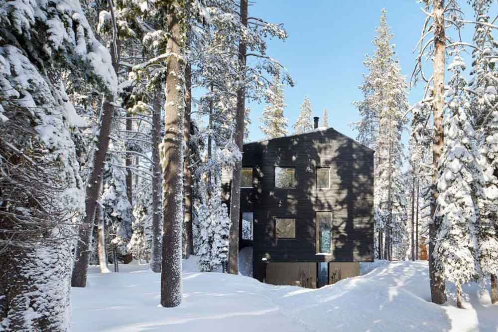 Unusual-Cabin-In-The-Woods-Snow