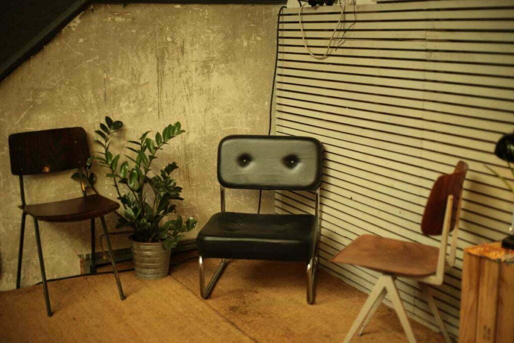 make-your-living-room-instantly-retro-life