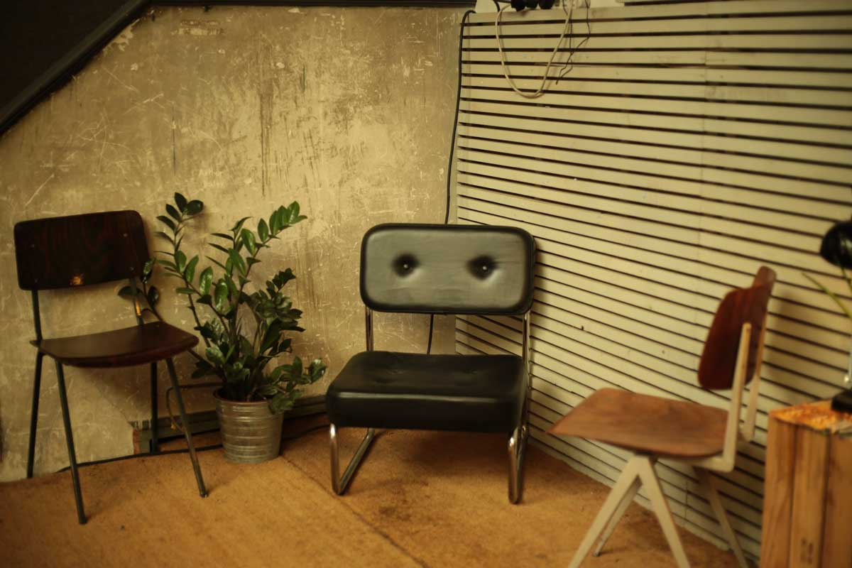 6 Things To Make Your Living Room Instantly Retro