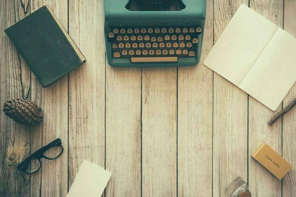 make-your-living-room-instantly-retro-typewriter