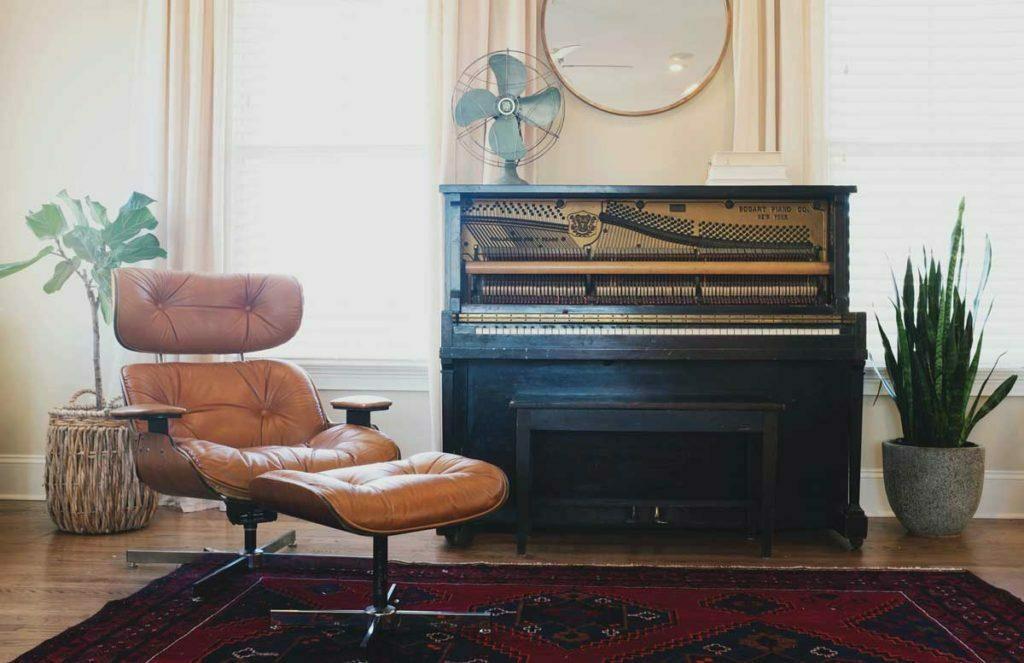 make-your-living-room-instantly-retro-vintage-furniture