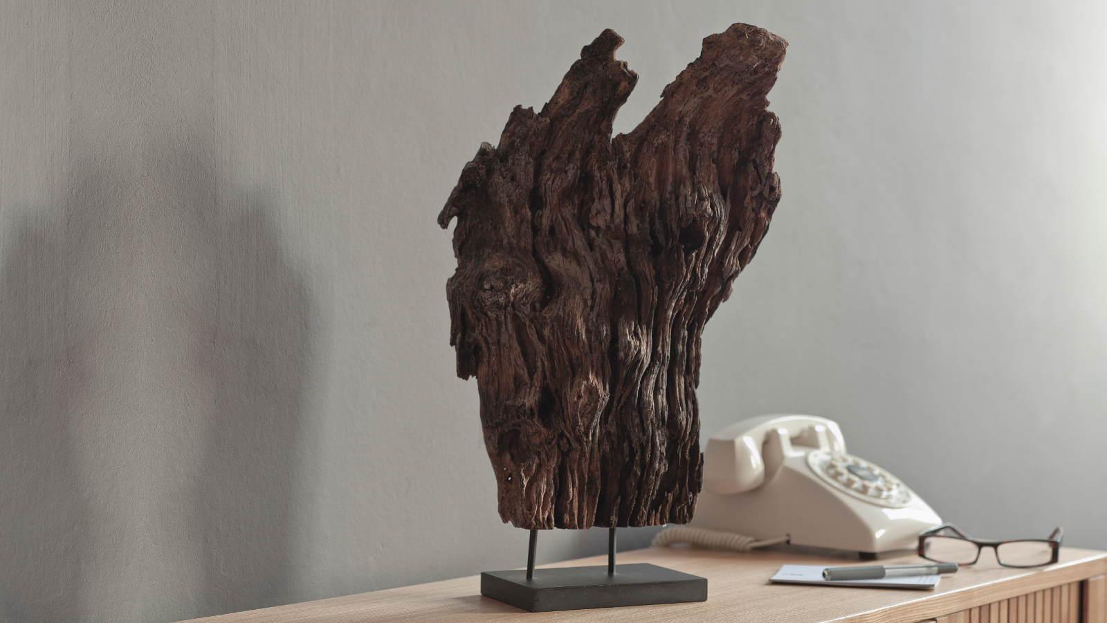 Lifestyle Hallway Driftwood Perfume Art Niche 16 9