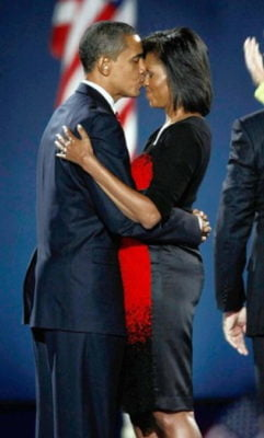 Barack And Michelle Obama Kiss Election Night