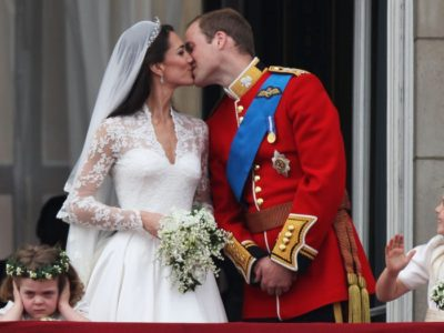Prince William And Kate Middletons First Public Kiss As A Married Couple